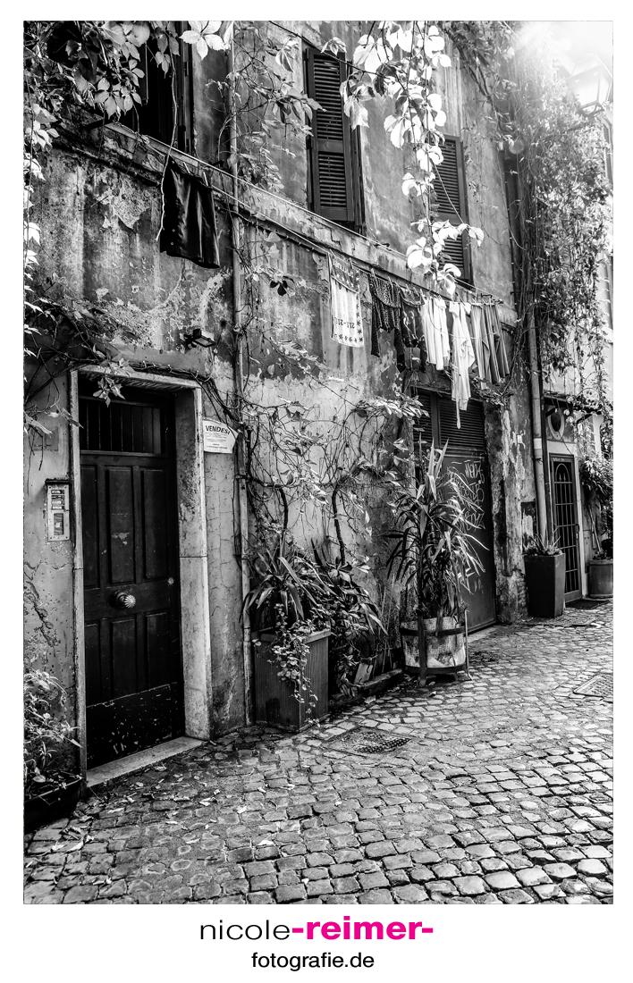 Hauseingang-schwarzweiß_Nicole-Reimer-Fotografie