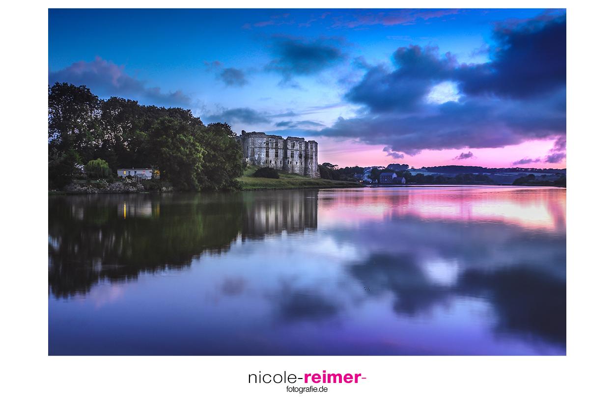 Carew Castle in Pembrokeshire Wales zur Blauen Stunde - Nicole Reimer Fotografie