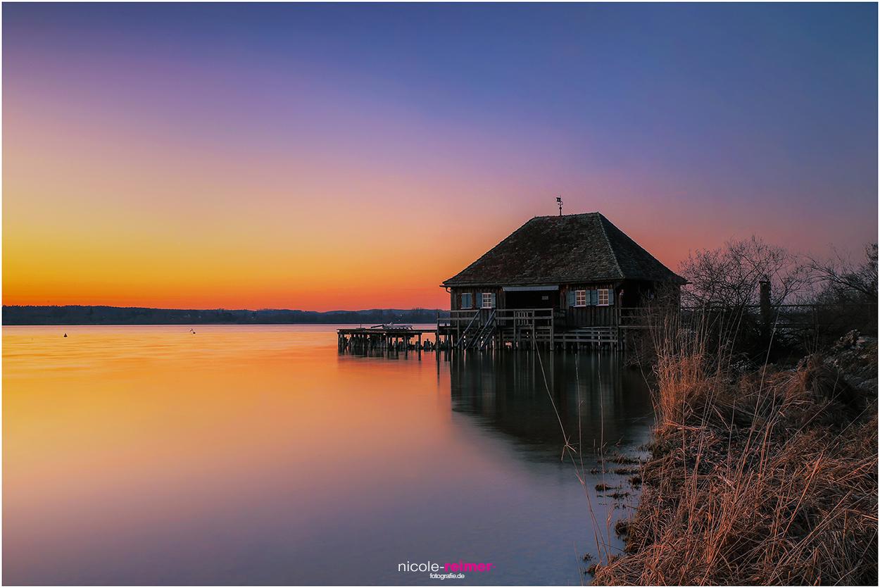Bootshaus in der Abenddämmerung in Buch am Ammersee Nicole Reimer Fotografie