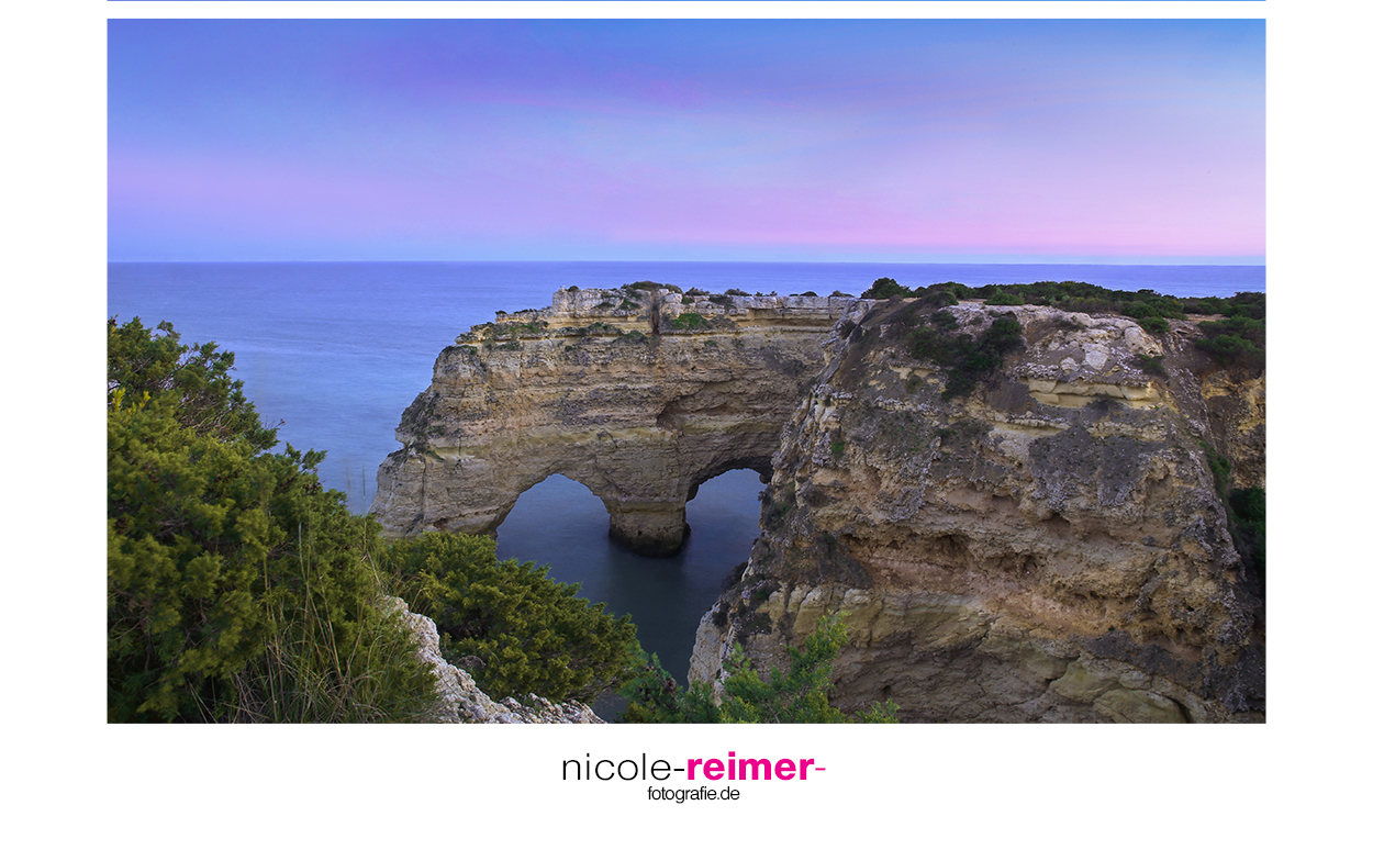Blaue Stunde bei Praia da Marinha - Felsformation bildet ein Herz