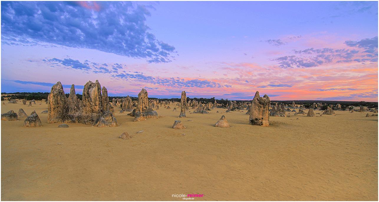 Die Pinnacles während der Dämmerung mit leuchtendem Himmel - Nicole Reimer Fotografie