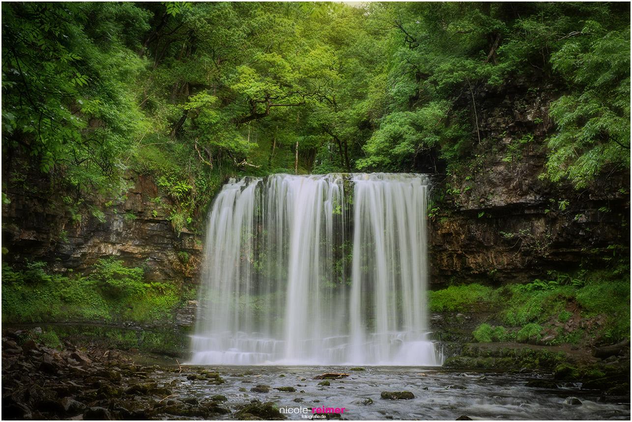 Wasserfall, Sgwd Yr Eira, in einer Langzeitbelichtung aufgenommen, Nicole Reimer Fotografie