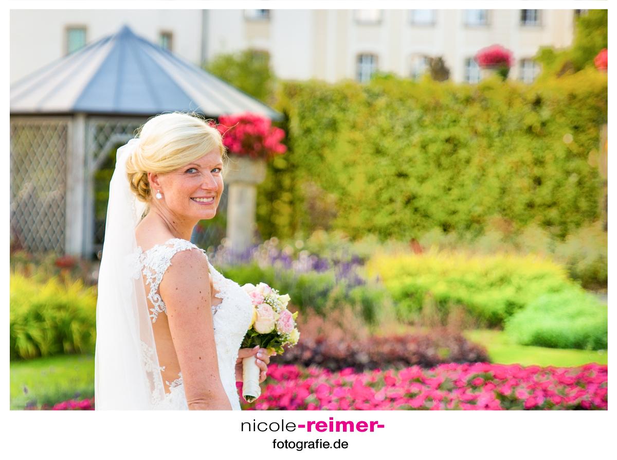 Braut-im-Schlosspark1_Nicole-Reimer-Hochzeitsfotografie-1
