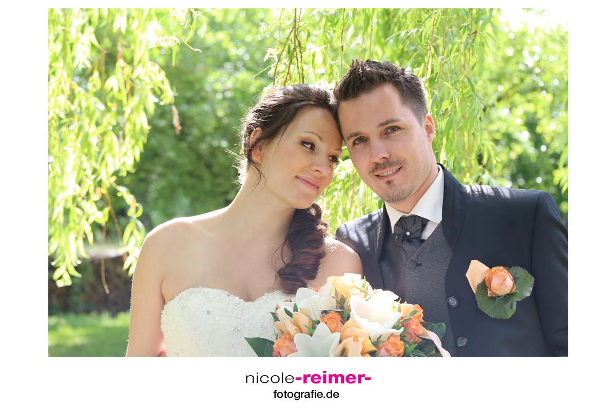 Brautpaar-unter-der-Weide