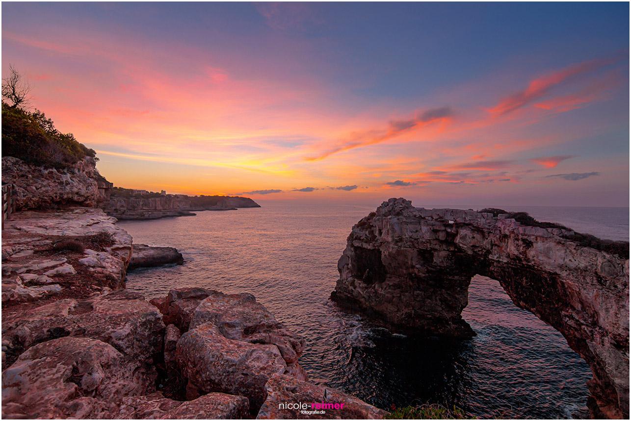 Sonnenaufgang an der Küste von Santanyi, Sonnenaufgang bei Es Pontàs bei Santanyi, Mallorca - Nicole Reimer Fotografie